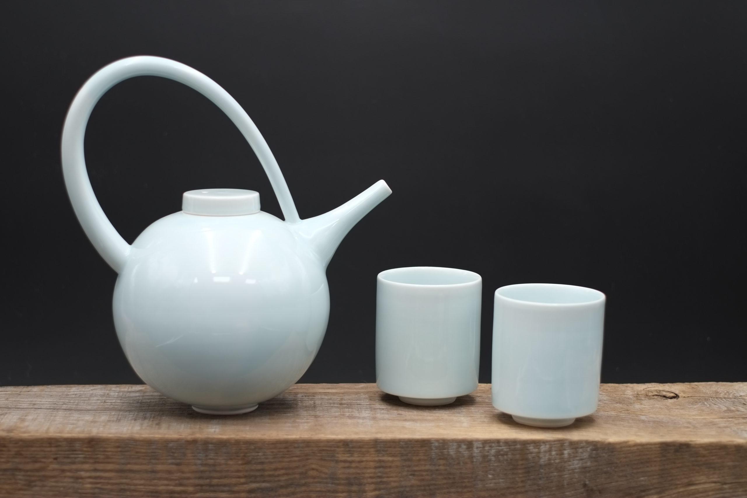Tricia Thom. Round teapot set (blue glaze)