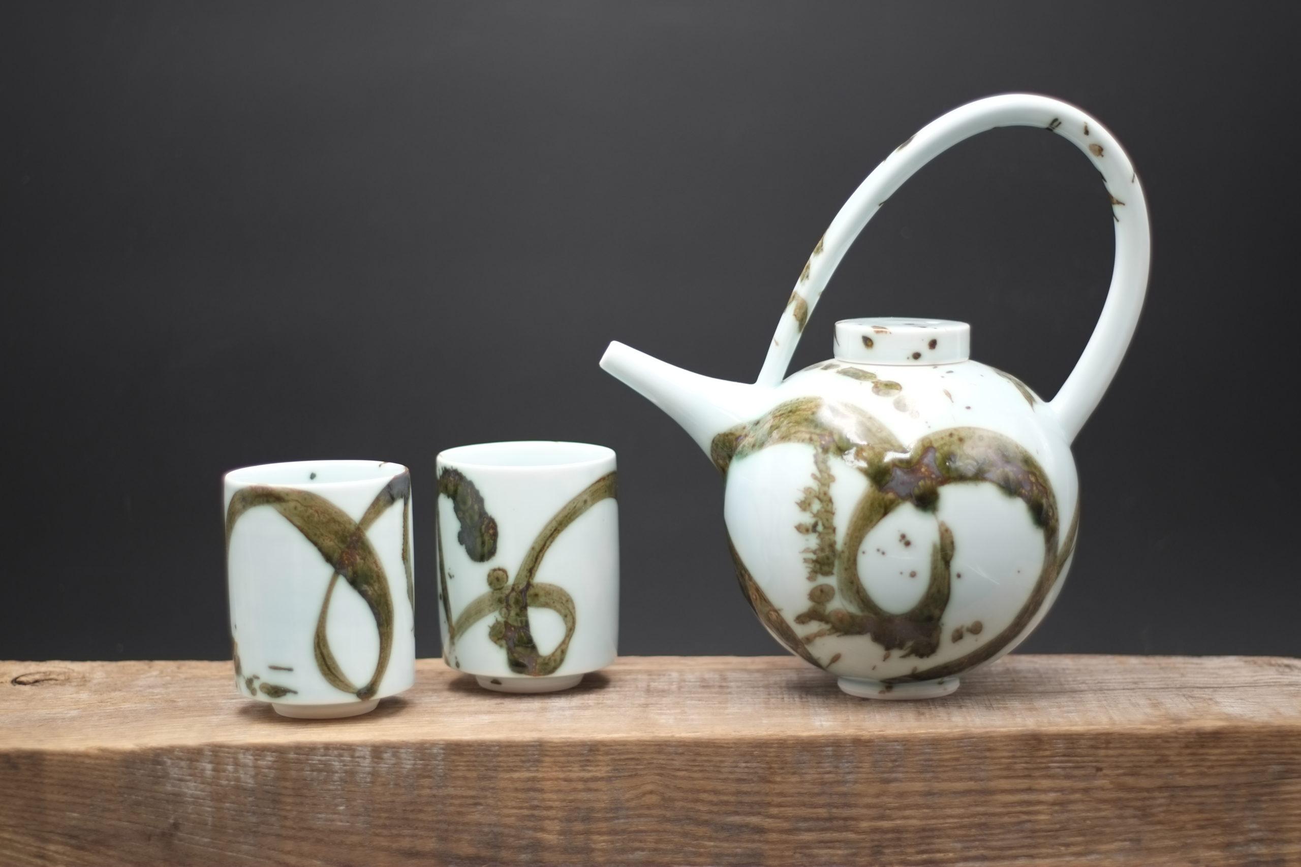 Tricia Thom. Round Teapot set (with splash)