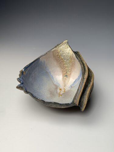 Hanna Salomonsson. Round blue/lilac bowl w/ gold-leaf detail R-BG-01