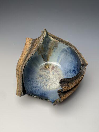 Hanna Salomonsson. Round dark blue bowl w/ gold-leaf detail R-MB-01